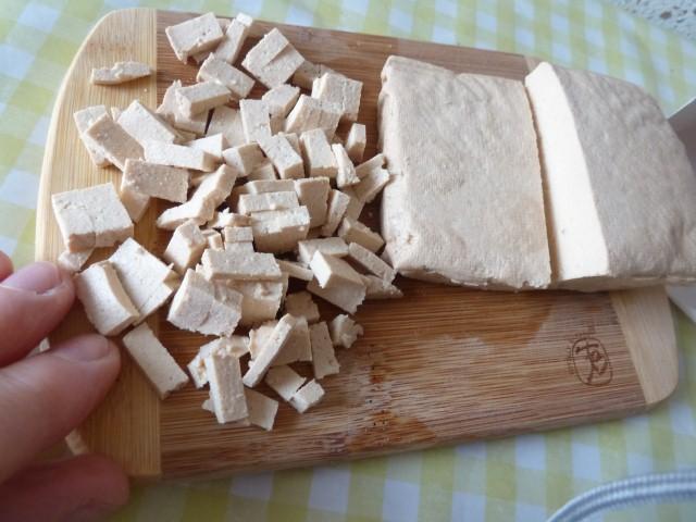 tofu coupé en cubes