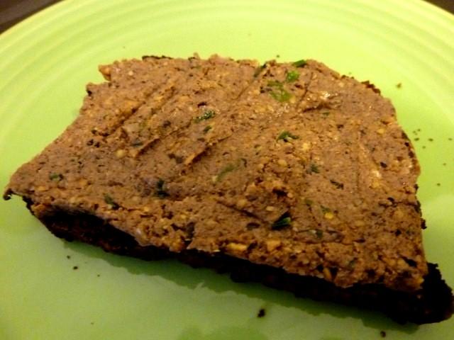 pâté étalé sur pain grillé sans gluten