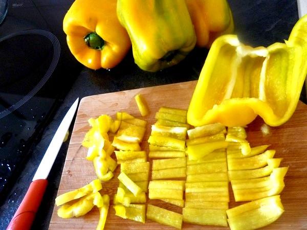 poivrons jaunes aux oignons