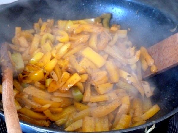 poivrons jaunes aux oignons poivrons cuits