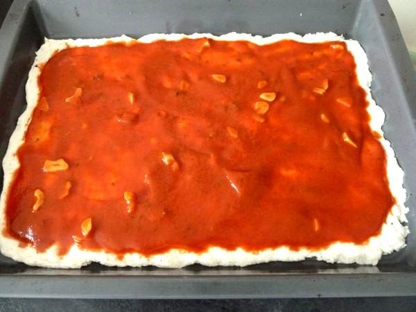 pizza green sauce etalee