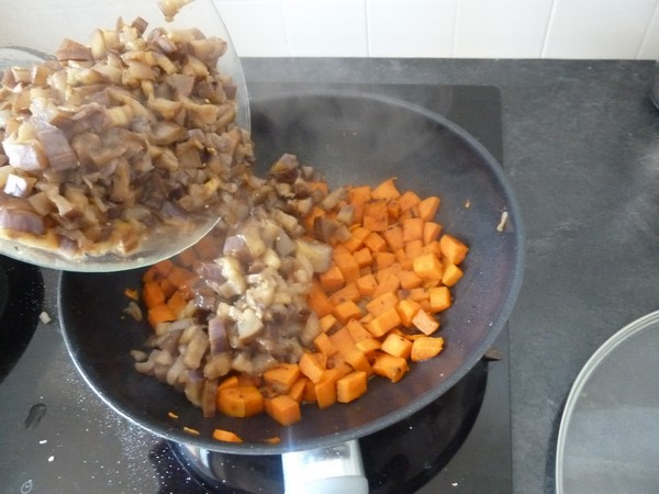 wok aubergine patate douce rassemblees