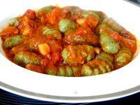 green gnocchis spiruline sauce tomate dressage