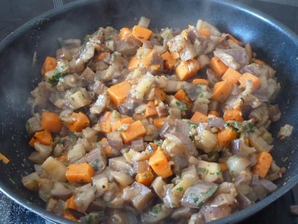 wok aubergine patate douce cuits ensembles