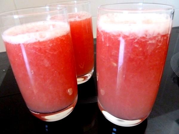 smoothie pomelos rose fenouil aubepine verres