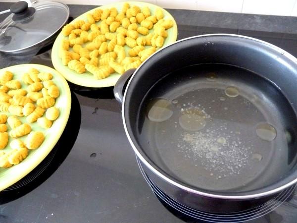 gnocchis de pommes de terre aux epices eau huilee