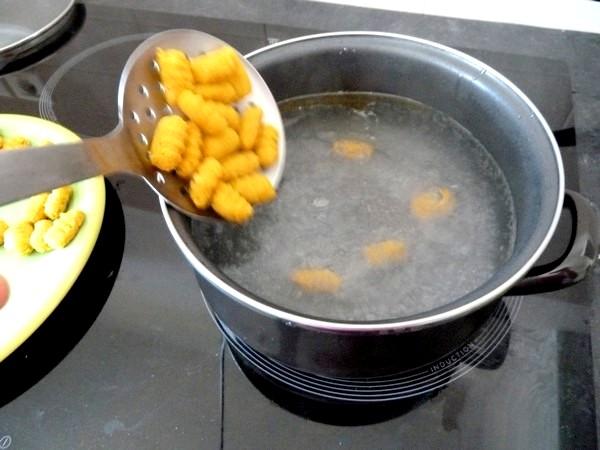 gnocchis de pommes de terre aux epices plonger