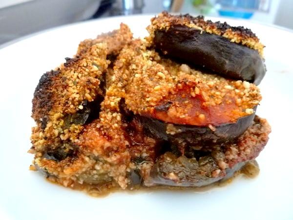 aubergines sauce tomate et noix de cajou assiette