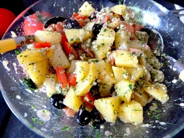 salade pomme de terre tomate tofu melange