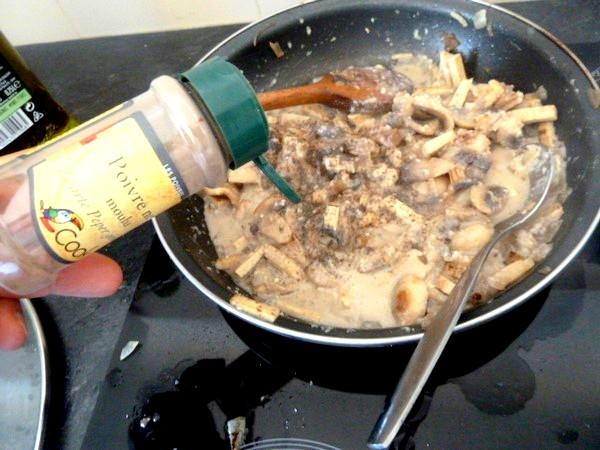 tagliatelles sans gluten sauce carbonara vegetarienne saler poivrer