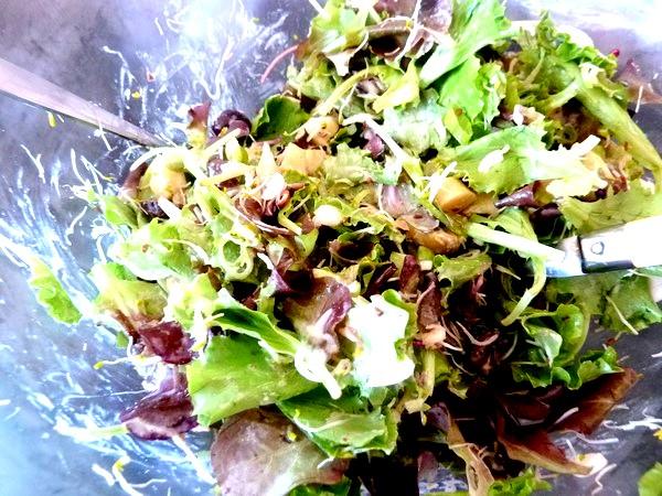salade aux cebettes et graines germees sauce cajou badiane