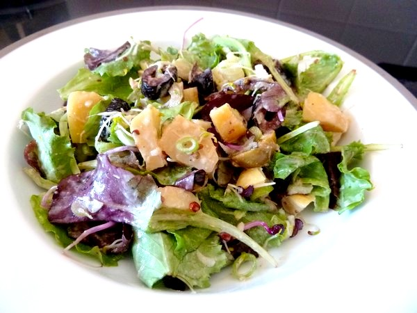 salade aux cebettes et graines germees sauce cajou badiane dresser