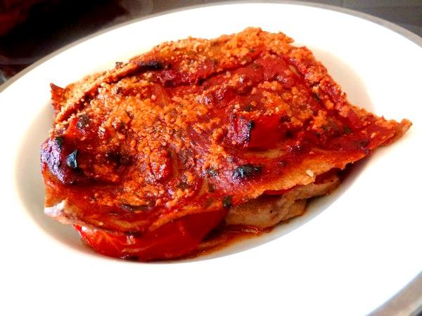 Lasagnes aux aubergines et tomates assiette