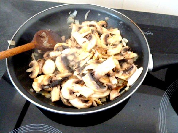 tagliatelles sans gluten sauce carbonara vegetarienne oignons champignons