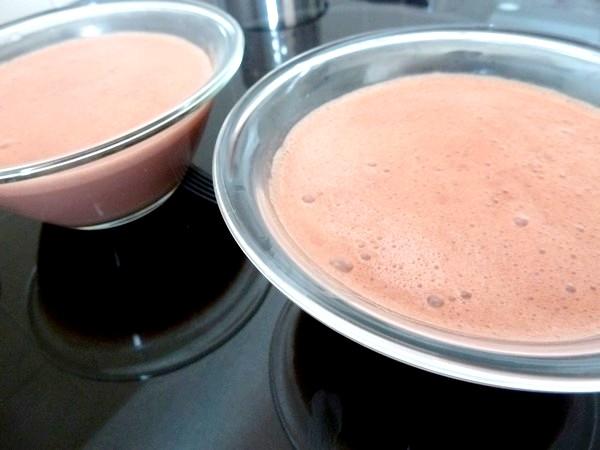 poires crues sur flan au chocolat sans oeuf au frais