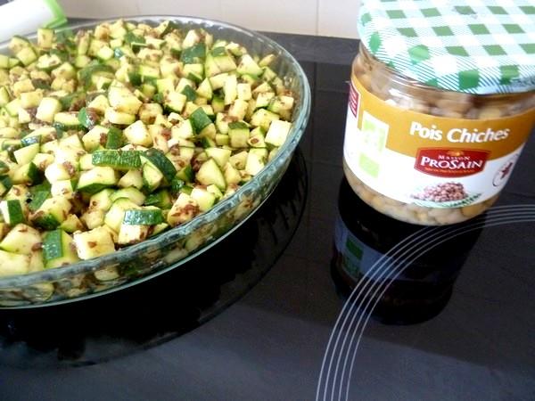 Courgettes aux graines de lin et pois chiches pois en pot