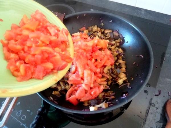 aubergines a la tomate rassembler legumes