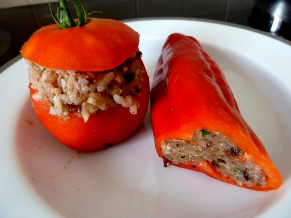 poivrons-tomates-crus-farcis