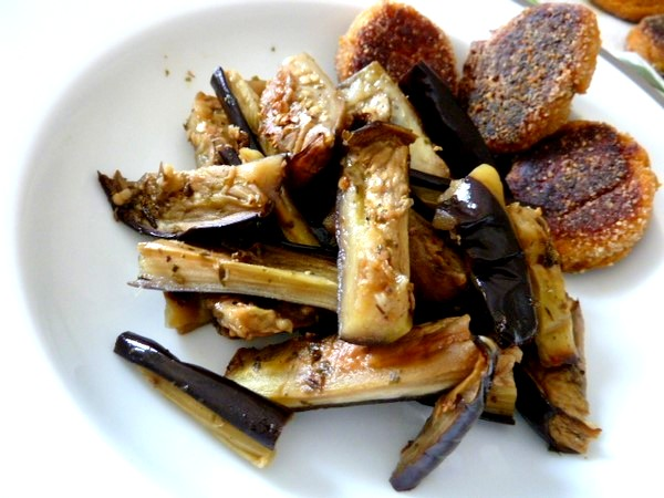 aubergines-dorees-a-lail-accompagne