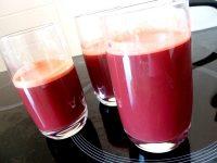 jus-detox-carottes-betteraves-concombre-citron-verres