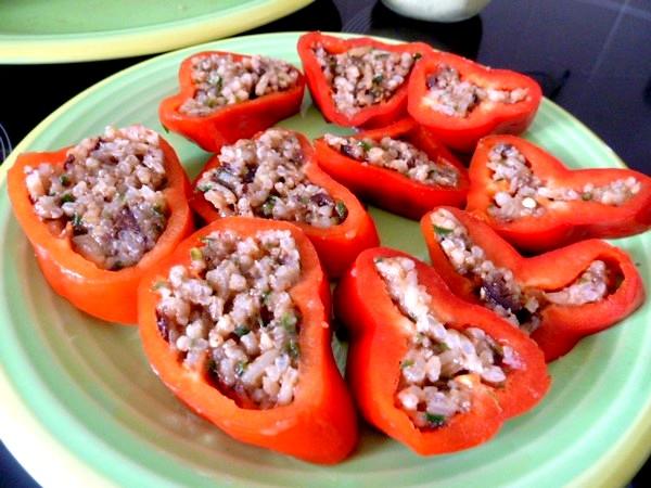 poivrons-tomates-crus-farcis-dresser
