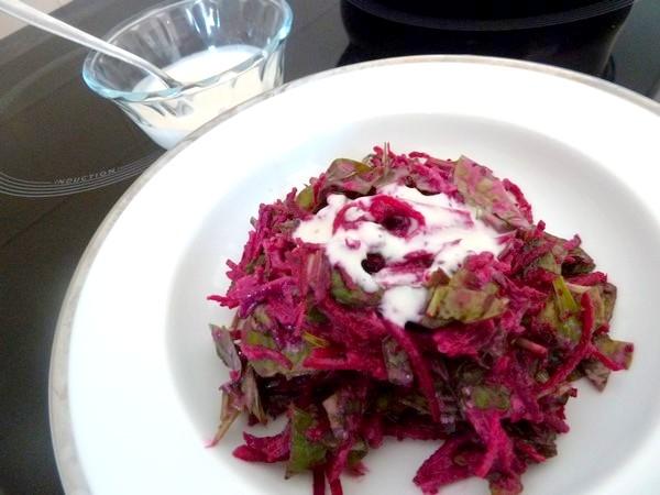 betterave-epinards-sauce-yaourt-assiette