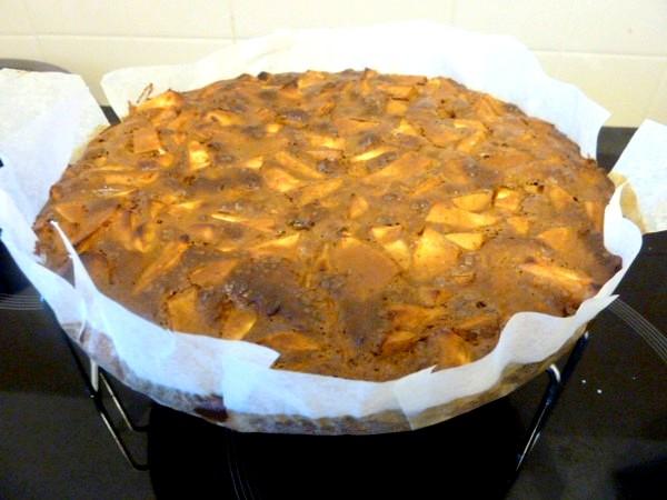 gateau-pommes-melasse-refroidir