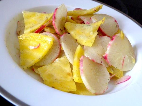 petales-radis-betterave-jaune-sauce-anis-dresser