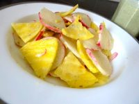 petales-radis-betterave-jaune-sauce-anis-servir