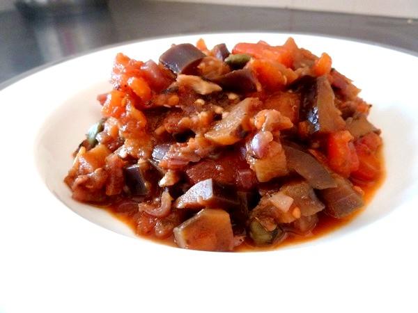 aubergines a la tomate servir