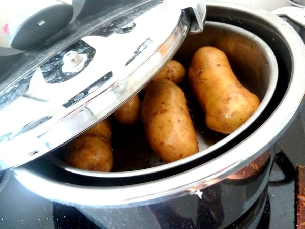 interesting faire cuire les pommes de terre la vapeur ou lueau with temps cuisson betterave. Black Bedroom Furniture Sets. Home Design Ideas