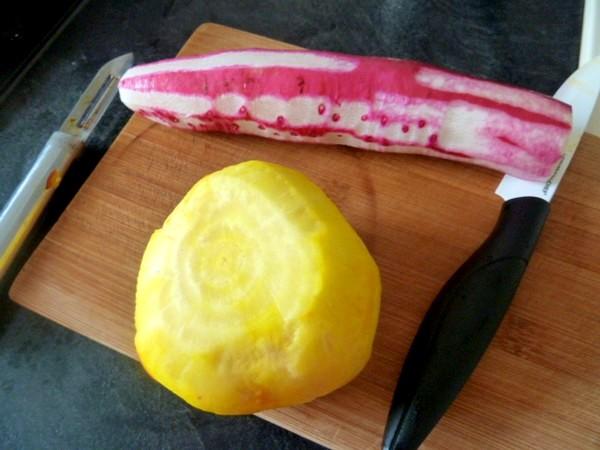 petales-radis-betterave-jaune-sauce-anis-eplucher