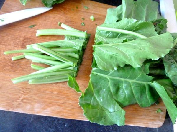 puree-pommes-de-terre-et-legumes-verts-tiges-blettes