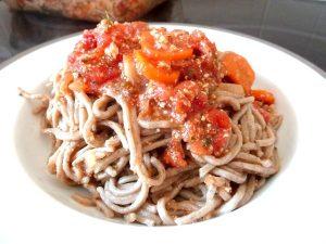 spaghettis-sauce-tomate-tofu-servir