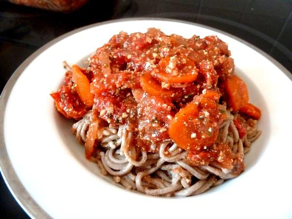 spaghettis-sauce-tomate-tofu-assiette