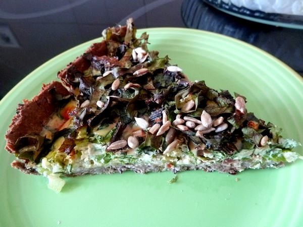 tarte aux graines garniture fanes et celeri part
