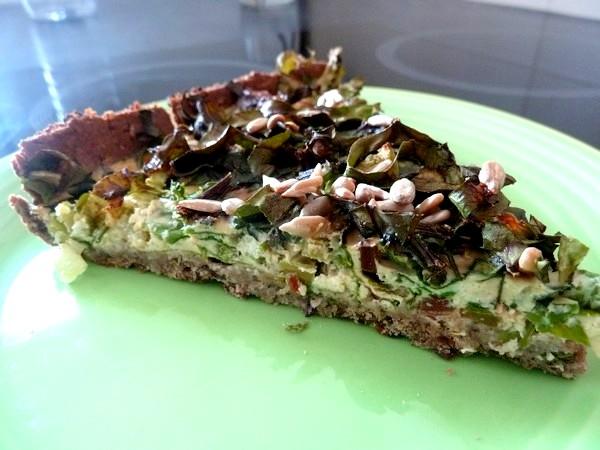 tarte aux graines garniture fanes et celeri servir