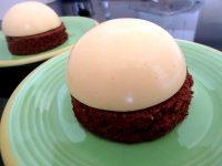 creme-citron-sur-moelleux-chocolat-servir