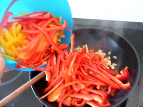 piperade-poivrons-rouge-et-jaune-cuire