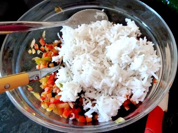 salade de riz au poivron cru et graines de tournesol riz blanc