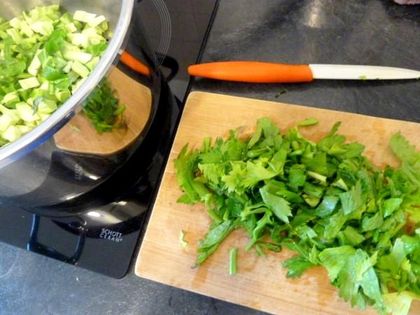 puree-pommes-de-terre-et-legumes-verts-celeri
