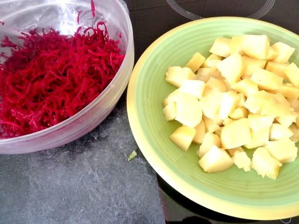 betterave crue et pomme de terre en cubes