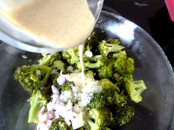 salade-tiede-brocolis-pois-chiches-assaisonner