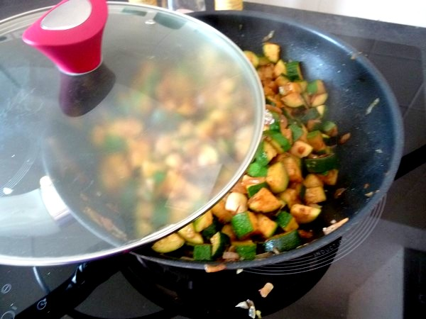 courgettes-a-letouffee-et-tofu-pesto-couvrir