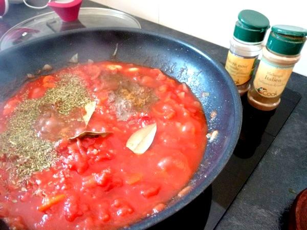 spaghettis-sauce-tomate-tofu-sel-epices-aromates
