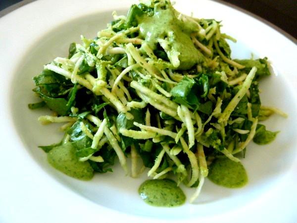 salade-celeri-rave-epinards-servir