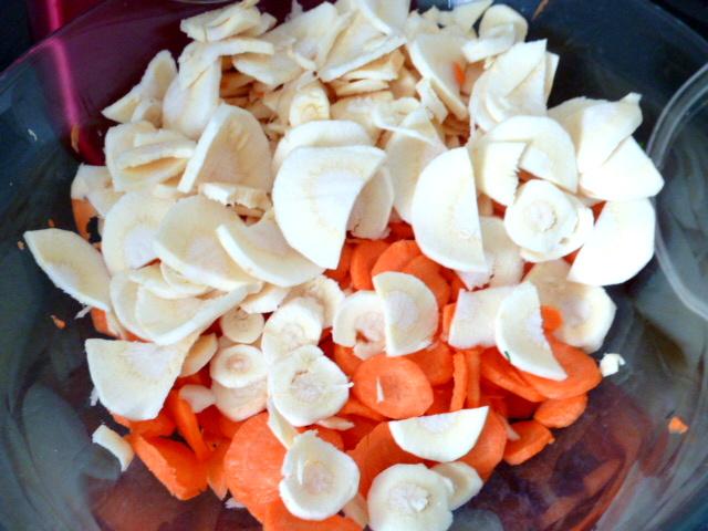 carottes-fanes-et-panais-aux-olives-cuire-legumes-racines