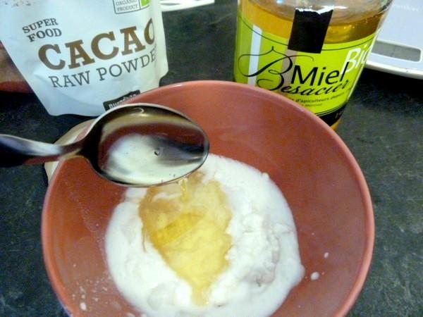 macarons-spiruline-ganache-chocolat-cru-lait-coco-miel