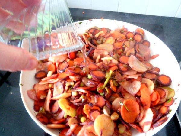 carottes-tricolores-aux-deux-celeris-eau