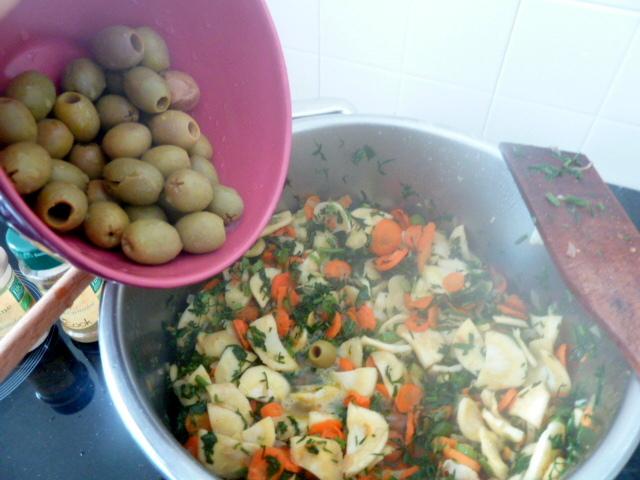carottes-fanes-et-panais-aux-olives-vertes